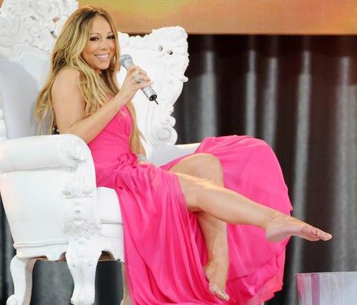Mariah Carey trật khớp vai khi đóng MV