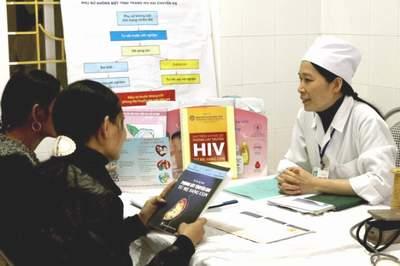 Cải thiện các dịch vụ điều trị, chăm sóc người nhiễm HIV