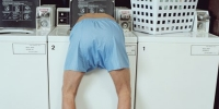 Khỏa thân mắc kẹt trong máy giặt khi chơi trốn tìm
