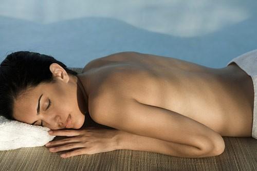 6 lợi ích của việc ngủ nude
