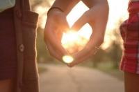 Yêu nhau thật tử tế, được không?