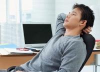 Quan hệ xong thường bị đau lưng và tê buốt ống chân
