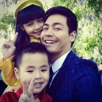 MC Phan Anh kỷ niệm 10 năm ngày cưới bằng ảnh gia đình hạnh phúc
