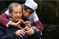 """Chuyện yêu tuổi già: có """"bình đẳng"""" ở hai giới?"""