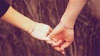 Em cũng có một tình yêu thời Facebook 'chạm tay một giây là nhớ nhau cả đời'