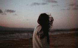 Thế gian có lắm chuyện tình, nhưng yêu xa lại buồn hơn cả...