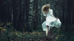 Đôi khi hãy đi thật xa, để biết người ấy có đủ yêu mà giữ em ở lại hay không