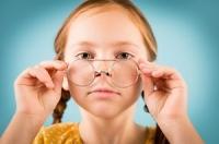 Không chỉ cận thị mà giới trẻ ngày nay còn đối mặt với bệnh loạn thị đang ngày càng phổ biến