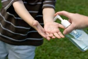 Mối nguy hiểm khi dùng nước rửa tay khô thường xuyên