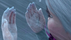 Tay lạnh cóng vì mưa rét, đâu là cách làm ấm tay nhanh và an toàn nhất?