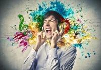 Cơ chế đáng sợ lý giải việc bạn có thể bị điếc chỉ vì nghe nhạc trên đường