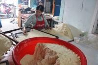 """Độc đáo làng nghề làm bánh """"tiến Vua"""" chỉ vào dịp Tết"""