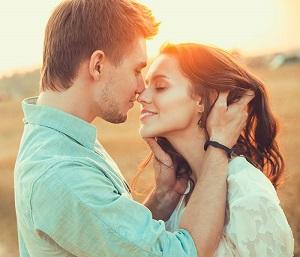"""""""Bệnh nụ hôn"""" và nguy cơ ung thư vòm họng"""