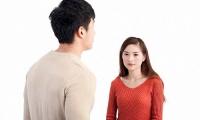 Phải làm gì khi chồng hay có hành vi thiếu tôn trọng vợ?