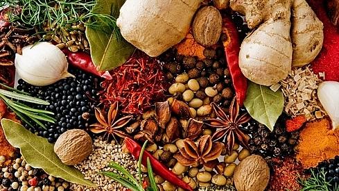 Nắng nóng, tránh ăn 9 loại thực phẩm gây mùi cho cơ thể