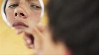 Nguy cơ lây nhiễm HIV từ dao cạo râu