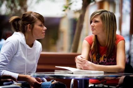 Ứng xử như thế nào với cô giáo và bạn cùng lớp?