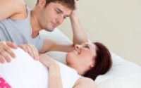 """Trường hợp nào không nên """"yêu"""" khi mang thai?"""