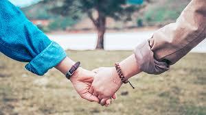 Thời bây giờ người ta thích những mối tình giản đơn, nhưng người ta lại dùng những cách phức tạp để yêu nhau!