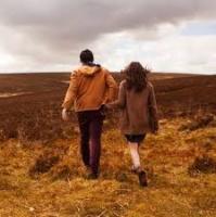 Trong thế giới tình yêu, chỉ yêu nhau thôi vẫn chưa đủ