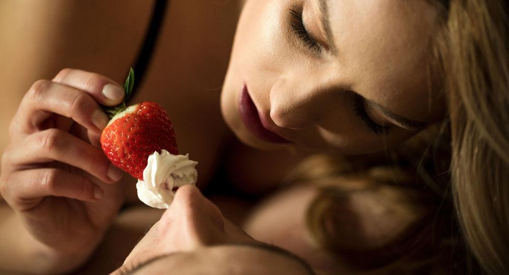 """Một số thực phẩm nên tránh trước khi """"yêu"""""""