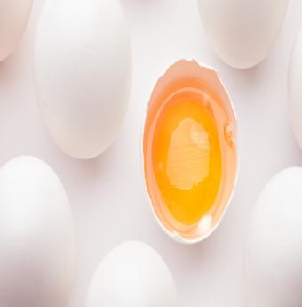 Tìm hiểu những cách tách lòng đỏ và lòng trắng trứng hiệu quả nhất