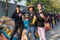 """Top 3 Hoa hậu Hoàn Vũ hào hứng tham gia """"thử thách dọn rác"""""""