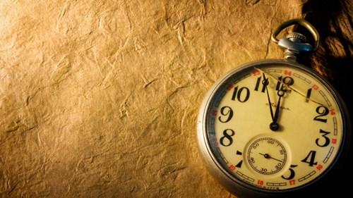 Khi ta nhìn lại thời gian