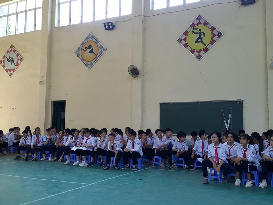 Truyền thông của nhóm Tình nguyện trẻ trường THCS BáTràng về chủ đề nguyệt san
