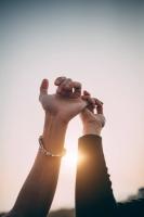 Khi yêu, đừng chỉ hứa xong rồi để đó