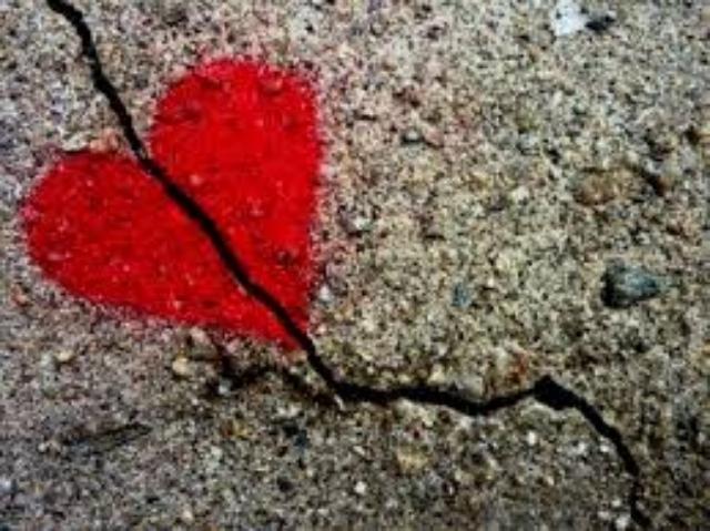 Làm gì khi phát hiện vết nứt của tình yêu?