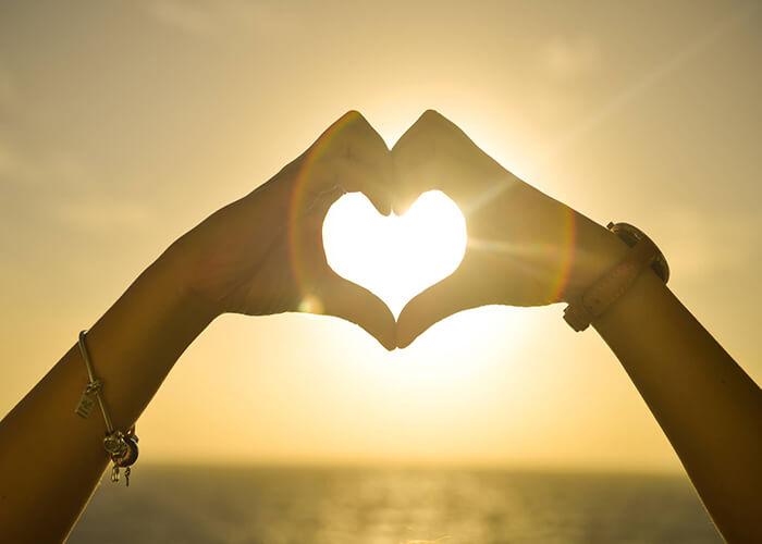 Tình yêu đơn giản lắm, chỉ có con người đã phức tạp hóa tình yêu