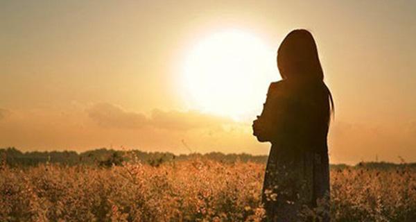 Dù phải quay lưng với cả thế giới, chỉ cần phía sau có người mình thương