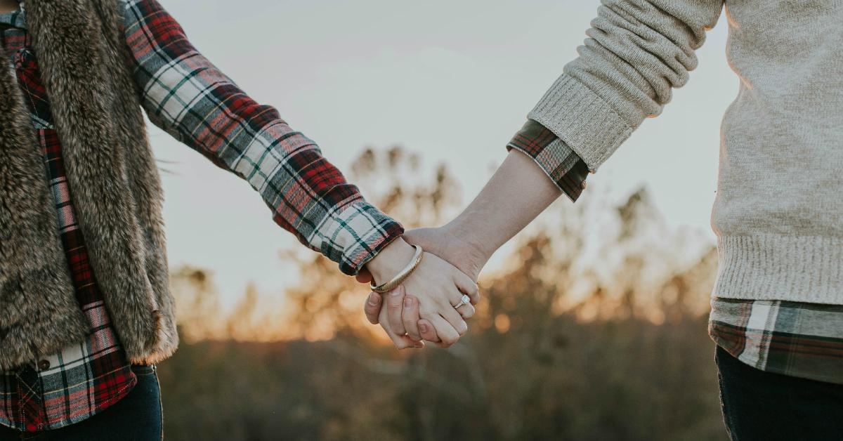 Gió mùa về rồi nắm tay em anh nhé