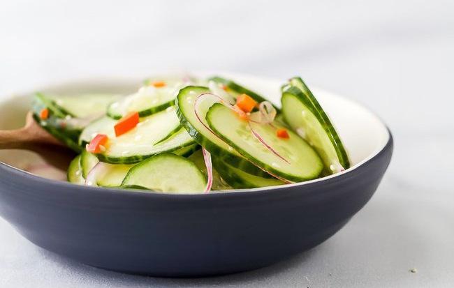 Chỉ mất 10 phút bạn có thể làm được món salad dưa chuột giòn ngon xuất sắc