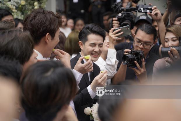 """Nhà Đông Nhi thách phía Ông Cao Thắng ăn hết một tô chanh """"siêu chua"""" mới cho đón dâu về"""