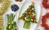 Dùng rau củ làm cây thông Noel trên bàn ăn mang không khí Giáng sinh về nhà