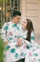 Ưng Hoàng Phúc diện áo dài bên vợ siêu mẫu ba con