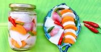 Bận rộn không kịp muối dưa hành, tôi làm ngay hũ rau củ chua ngọt ăn vừa ngon vừa tiện