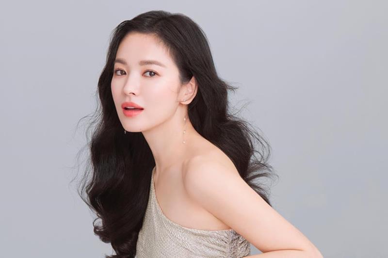 Song Hye Kyo và nghệ sĩ châu Á động viên dân vùng dịch virus corona