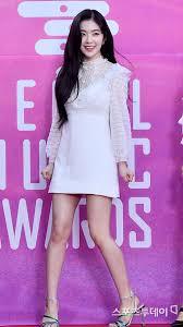 Chẳng riêng Song Hye Kyo, Irene (Red Velvet) cũng rất mực ưu ái kiểu váy được coi là bảo bối của team chân ngắn