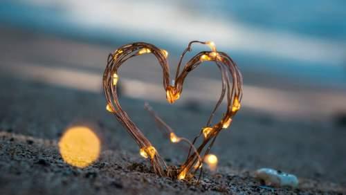 Khi thất tình, cứ mạnh dạn khóc thật to để bản thân được quyền 'đau một lần rồi thôi'