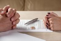 Cảm xúc phải đối mặt khi ly hôn