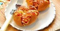 Bánh mì bơ tỏi xưa rồi, thử ngay bánh mì xúc xích phô mai ngon lành không kém!