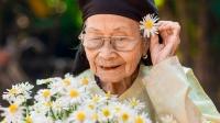 """Bà ngoại thích """"sống khổ"""""""