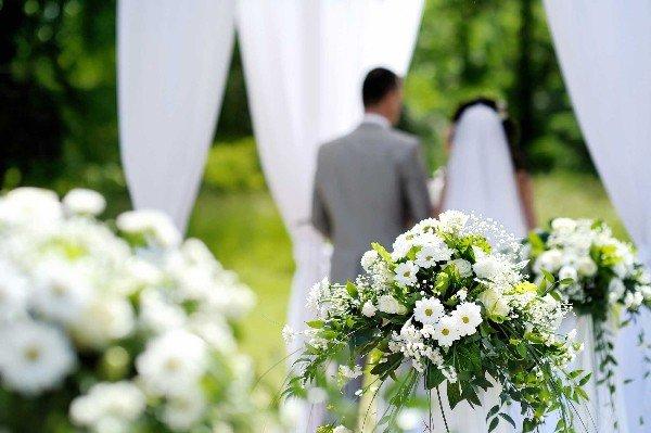 Vợ cũ lên xe hoa, chồng ôm con ứa nước mắt