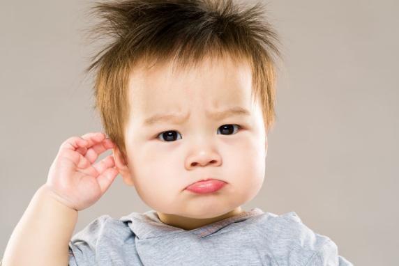 Trẻ hay bị viêm tai giữa, phải làm sao?