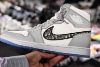Giày Dior x Nike Air Jordan 1 hiện được rao bán với giá 1 triệu USD