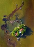 Dựng nhà giữa sông, ông Đa và bà Thủy không hình dung nhà sẽ tạo hình trái tim khi nhìn từ trên cao và nổi tiếng thế giới.