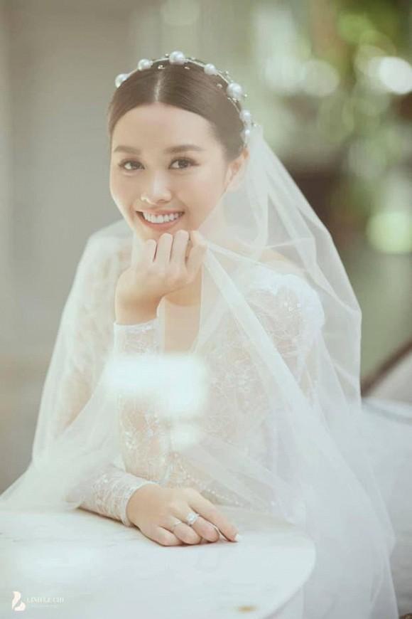 Lộ ảnh cưới của Á hậu Tường San và dàn khách mời toàn sao tham dự hôn lễ vào ngày 30/11
